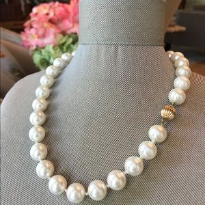 Freshwater Pearl Necklace w/ 14k Gold Clasp.